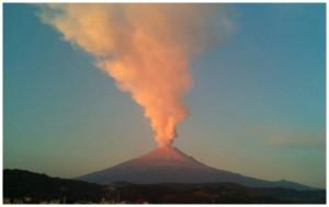 Popocatépetl-Volcano-Erupts-and-Covers-Mexican-City-of-Puebla-With-Ash